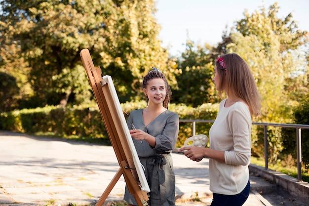 Artisti femminili all'aperto