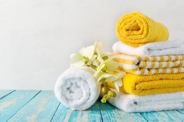 Asciugamani con fiore di orchidea