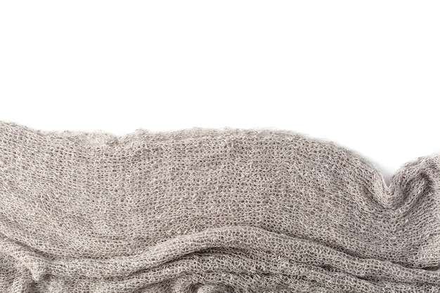 Asciugamani grigi su fondo bianco