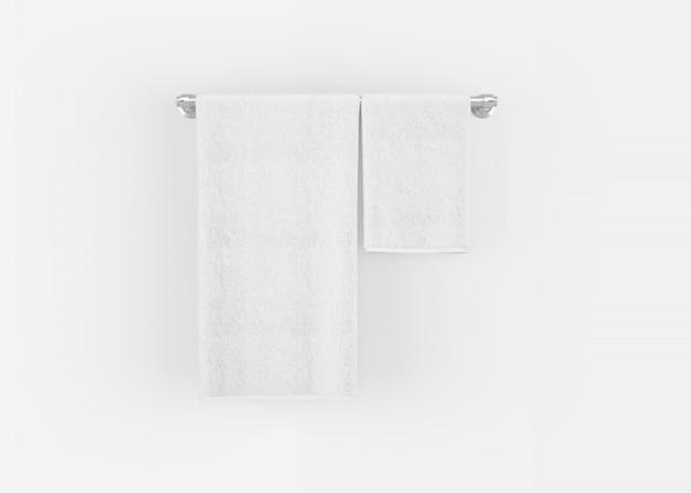 Asciugamani su una gruccia su un muro grigio