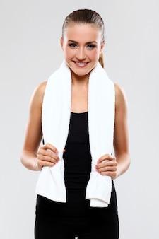 Asciugamano azienda giovane donna