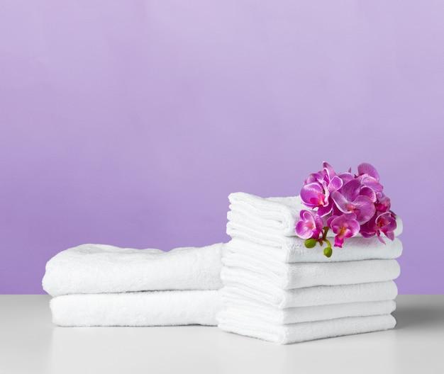 Asciugamano sul tavolo