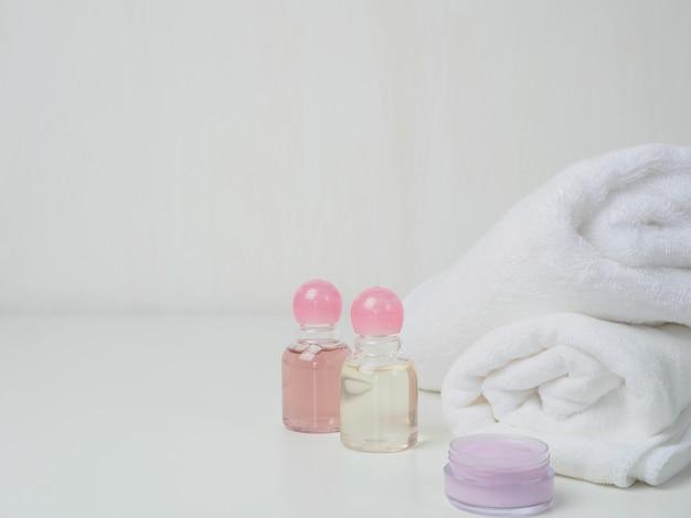 Asciugamano termale sul tavolo