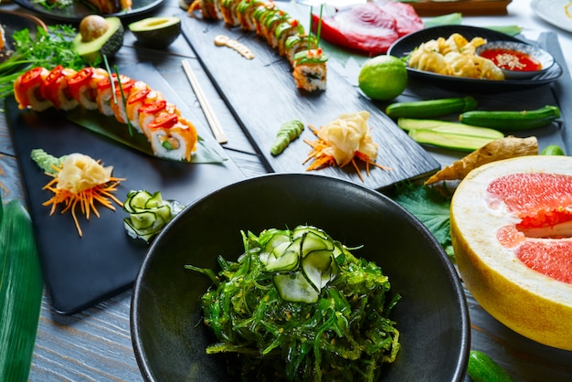 Asian japan sushi varie ricette con alghe