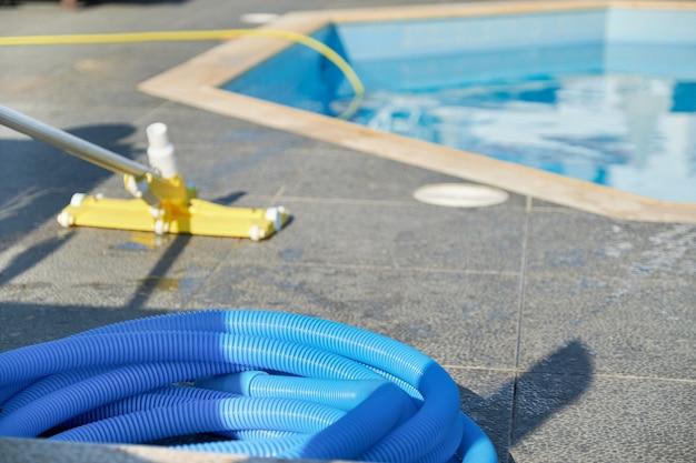 Aspirapolvere per la pulizia della piscina