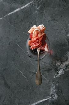 Assort di carne sulla forcella