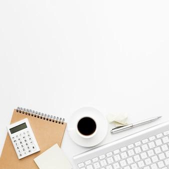 Assortimento con articoli da scrivania