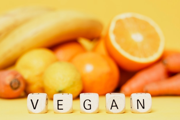 Assortimento con frutta e verdura fresca
