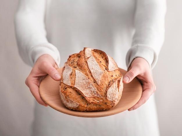 Assortimento di alimenti con pane close-up