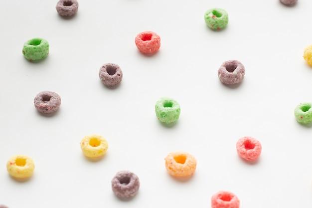 Assortimento di close-up di cereali colorati