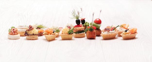 Assortimento di diversi snack