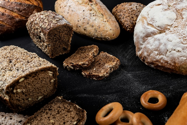 Assortimento di diversi tipi di pane