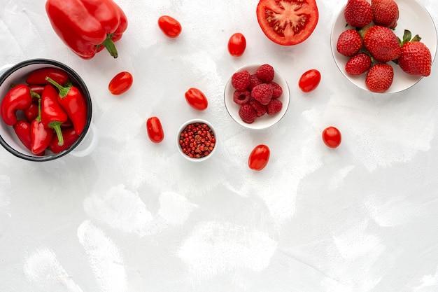 Assortimento di frutta e verdura rossa
