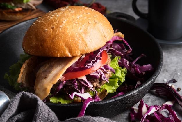 Assortimento di hamburger dall'aspetto delizioso