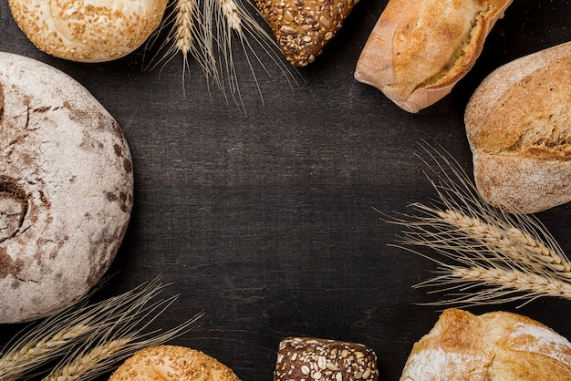 Assortimento di pane cotto con spazio di copia