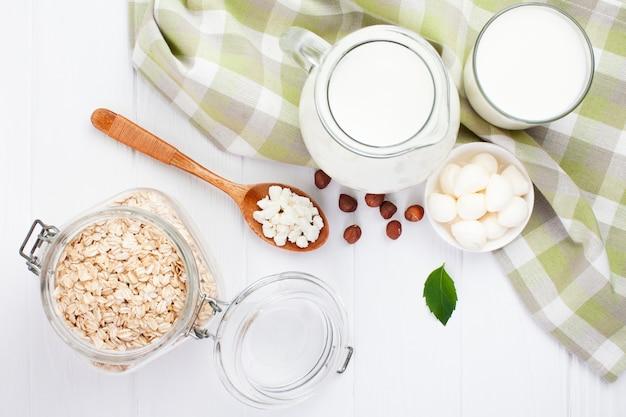 Assortimento di prodotti lattiero-caseari vista dall'alto