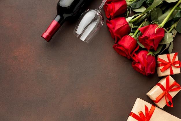Assortimento di san valentino con rose e copia spazio