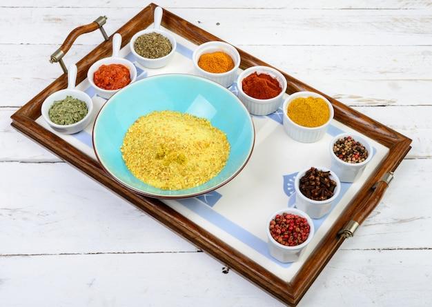 Assortimento di spezie indiane