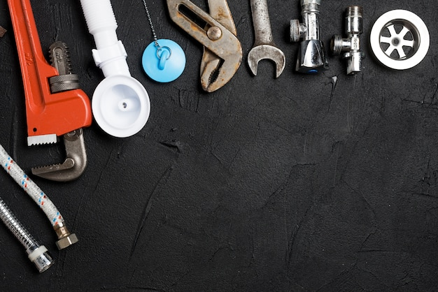 Assortimento di strumenti idraulici