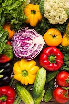 Assortimento di verdure colorate vista dall'alto