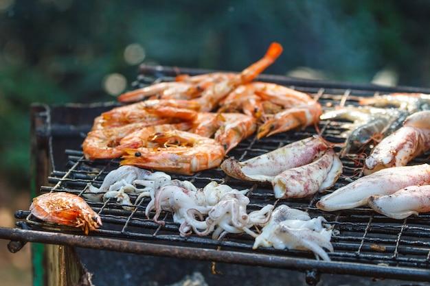 Assortiti deliziose grigliate di carne