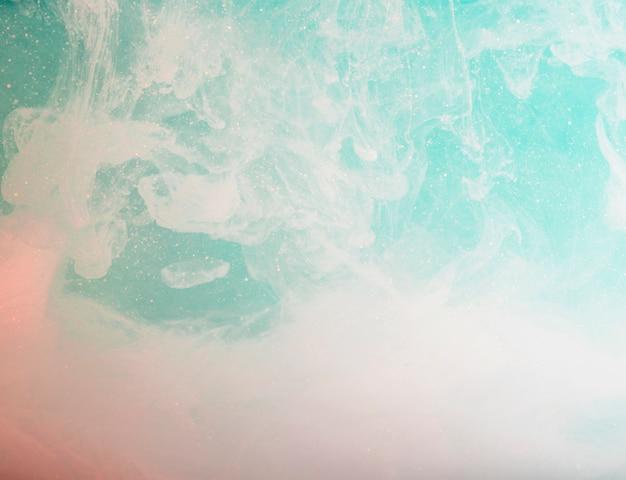 Astratta nebbia bianca tra molti bit