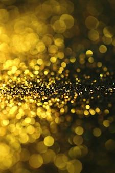 Astratto glitter oro con luci bokeh sfocati.