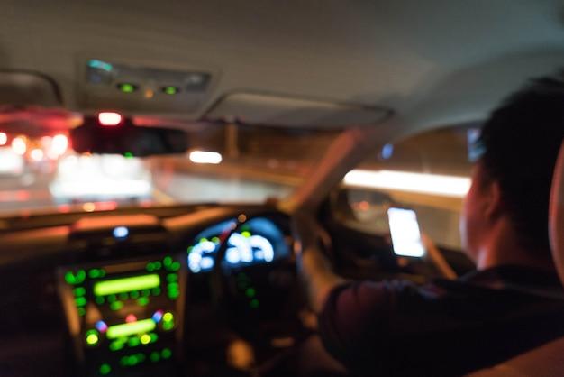 Astratto sfocatura persone alla guida