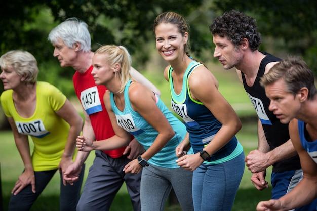 Atleti di maratona sulla linea di partenza