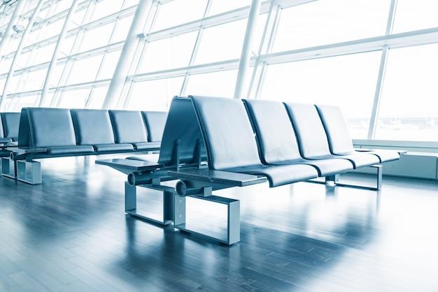 Atrio chiuso sedia vuota aeroporto