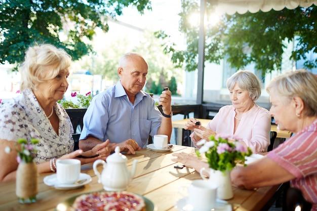 Attività di svago di persone anziane