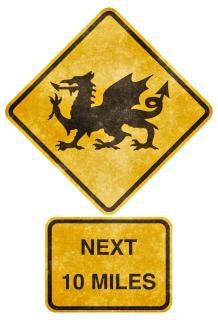 Attraversamento stradale segno grunge gallese drago immaginario