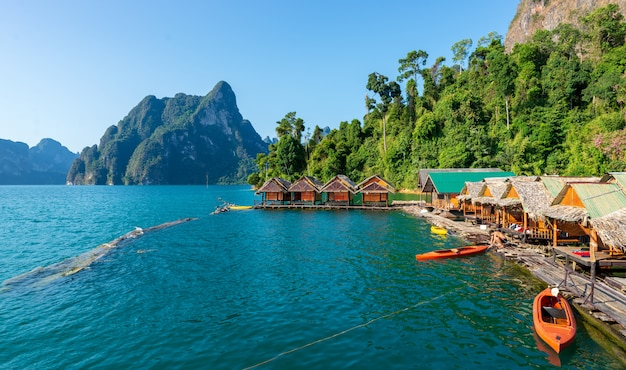 Attrazioni alla diga ratchaprapha, guilin, thailandia