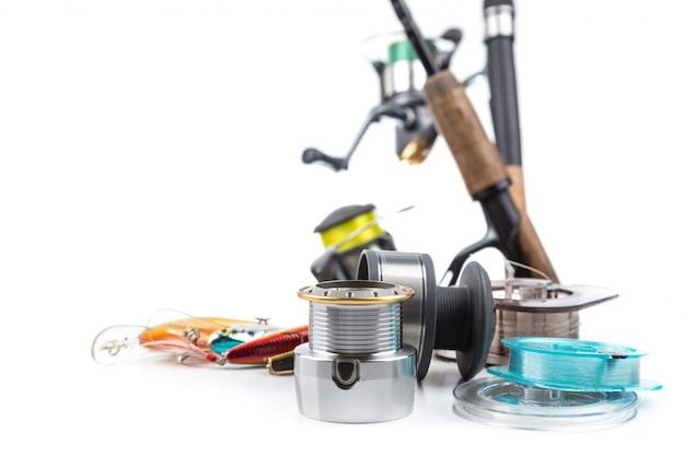 Attrezzatura da pesca - canna, mulinello, lenza e esche