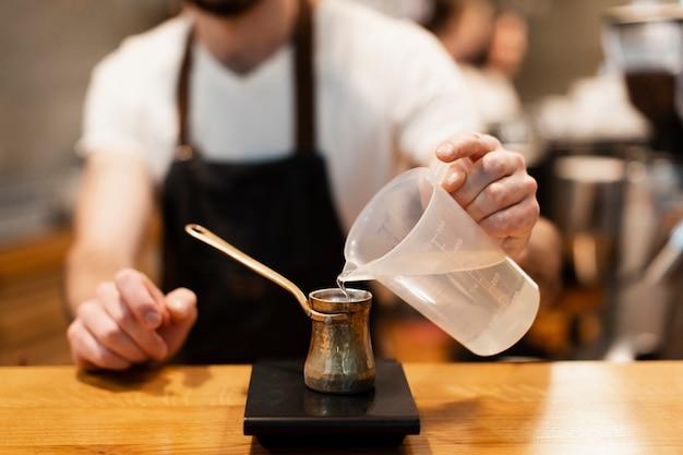 Attrezzatura del primo piano per la caffetteria