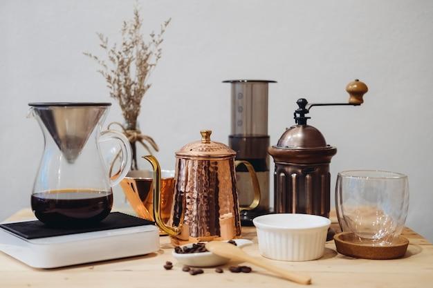 Attrezzatura per caffettiera e barista