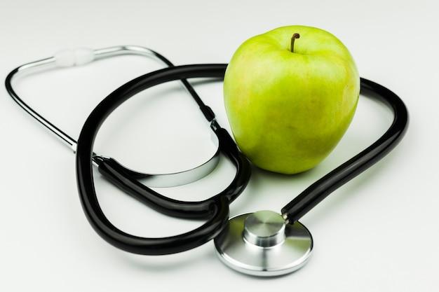 Attrezzature mediche con stetoscopio