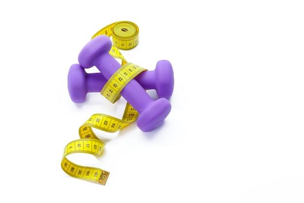 Attrezzature per il fitness cibo salutare. manubri