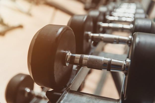 Attrezzature per il fitness nella sala fitness