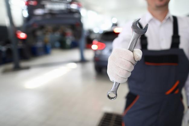 Attrezzature per la riparazione di veicoli danneggiati