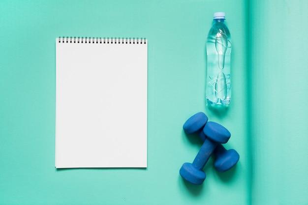 Attrezzature sportive e per il fitness. copia spazio.
