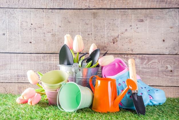 Attrezzi da giardinaggio e fiori