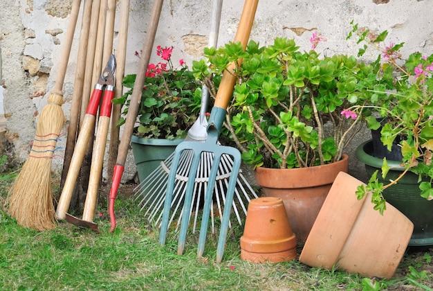 Attrezzi da giardinaggio per manutenzione
