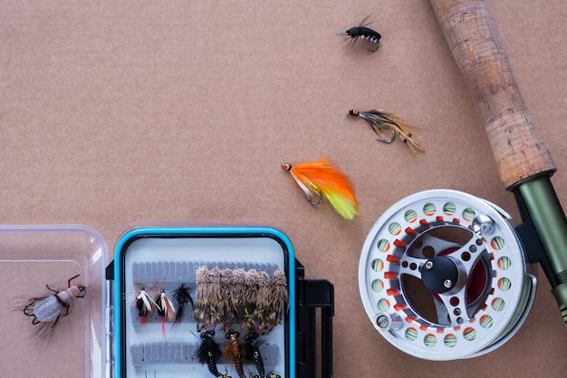 Attrezzi da pesca. canna da pesca, mulinello, esca