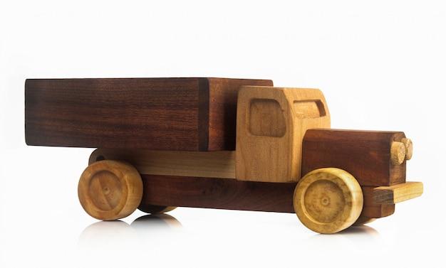 Auto giocattolo d'epoca isolata.