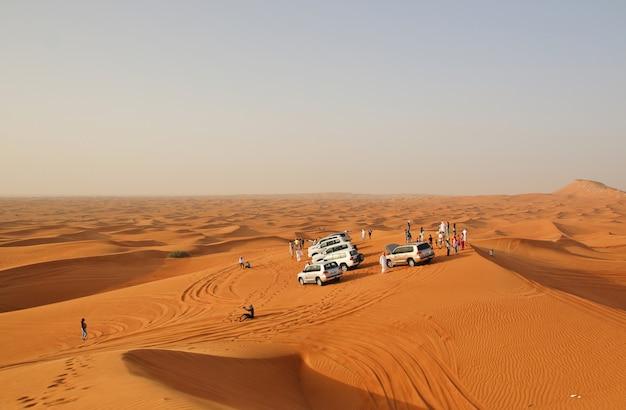 Auto in un deserto