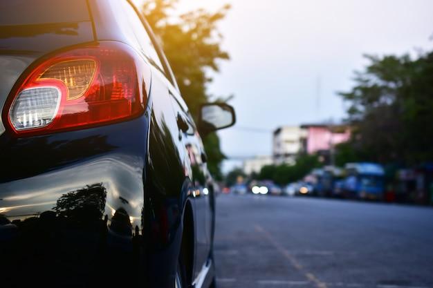 Auto parcheggiata su strada, auto parcheggiata in strada