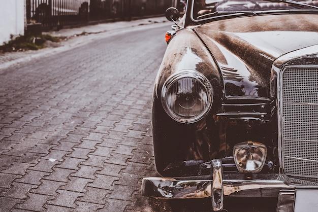 Automobile antica della lampada del faro - veicoli stile classico d'annata. filtro colore pellicola retrò.