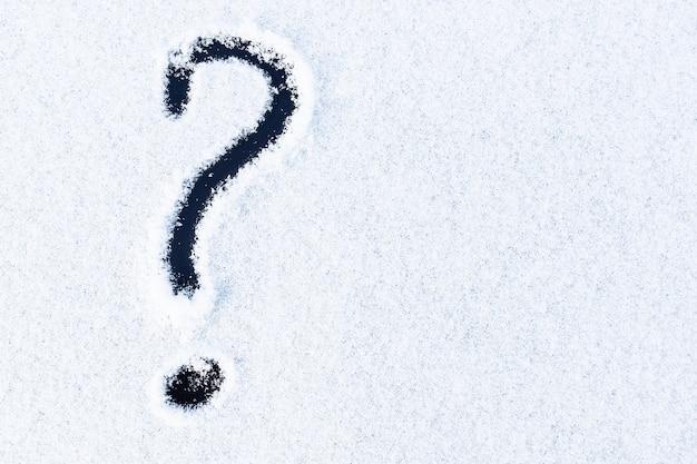 Automobile della neve disegnata punto interrogativo