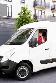Automobile di servizio di consegna ad alto angolo